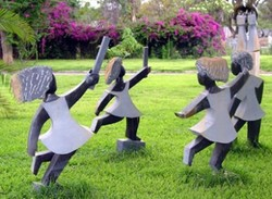 Ladies_on_grass_sculpture